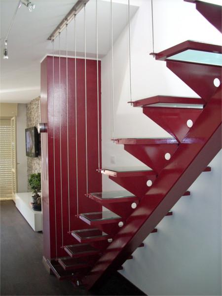 Scala in ferro con gradini in cristallo e corde inox design